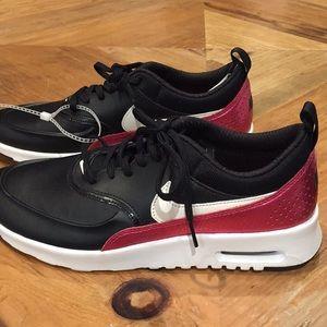 NEW Women's Nike Air Max Thea Sneakers